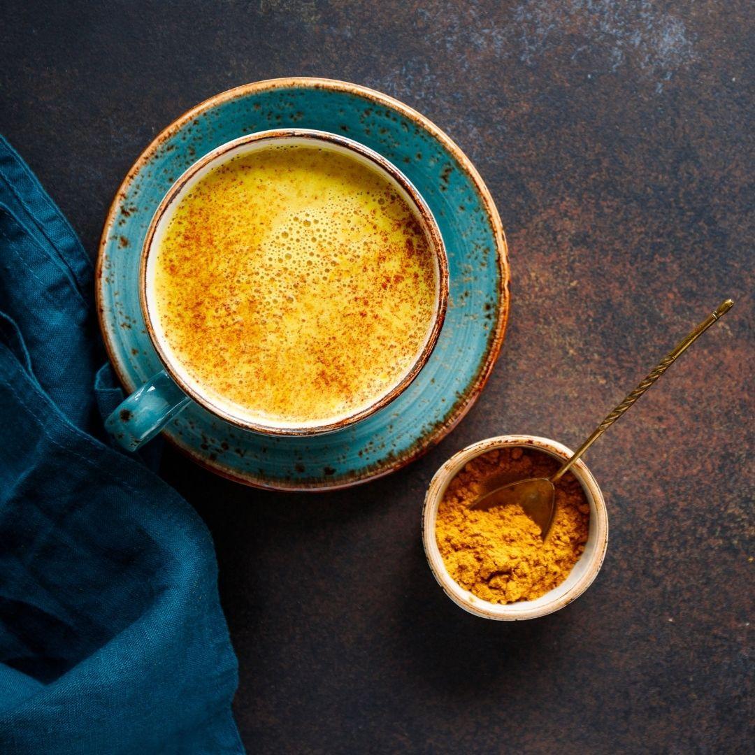 Kurkuma Latte. Goldene Milch Thermomix Rezept. Basisch