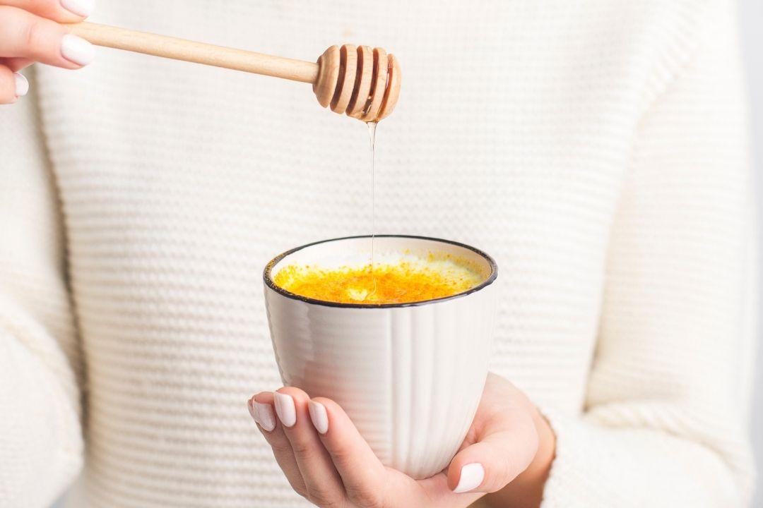 basische Goldene Milch Rezept. Kurkuma Latte